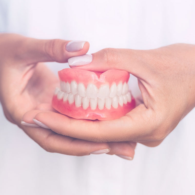 protesi dentale mobile 800x800 1 Trattamenti Odontoiatrici 4